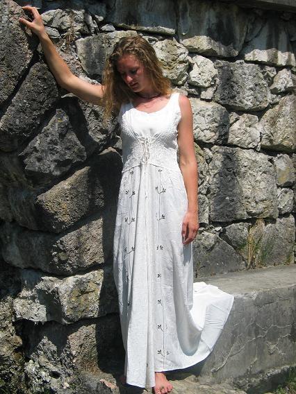 Kleid geschnürt: weiß mit Ranke